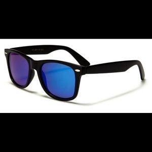 Women's Retro Mirrored Sunglasses w/pouch